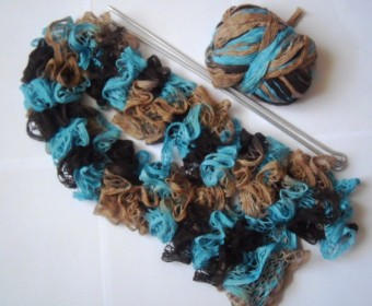 ажурный шарф из секционной пряжи спицами