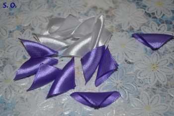 двухцветный острый лепесток канзаши