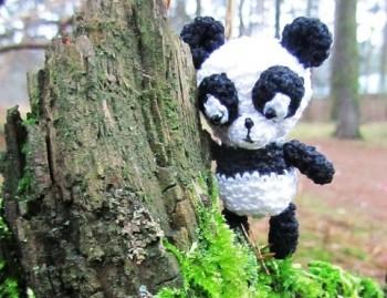 Миниатюра к статье Как связать панду крючком