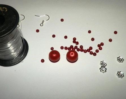 Как сделать красивые сережки из бисера и бусин своими руками.