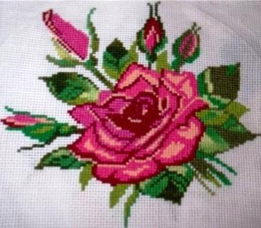 вышивка объемной розы крестиком
