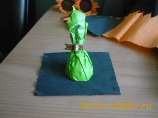 Как сделать цветы подсолнуха из конфет и бумаги