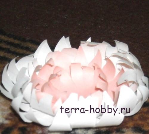 красивая хризантема из бумаги