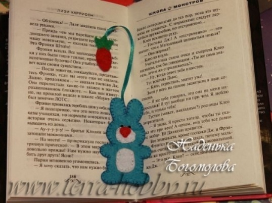 закладка из фетра для книги