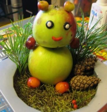поделки с детьми: мишка из яблок