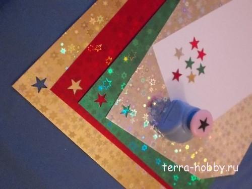 вырезаем звезды при помощи дырокола