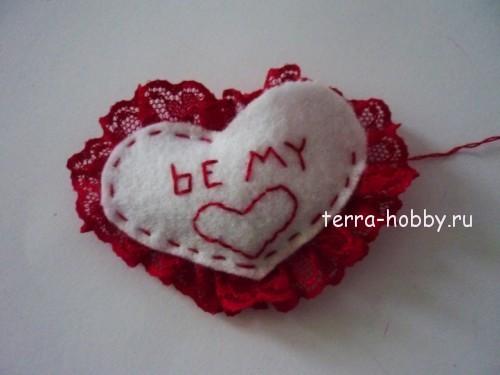 сшиваем детали сердца из фетра