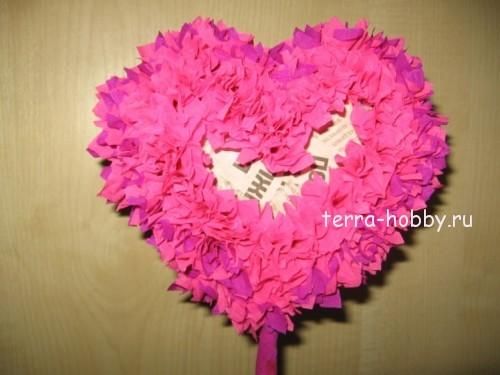 заполнить топиарий сердце бумажными цветами