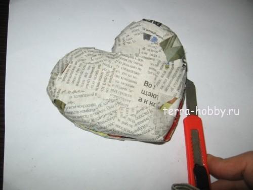 обклеиваем сердце газетой