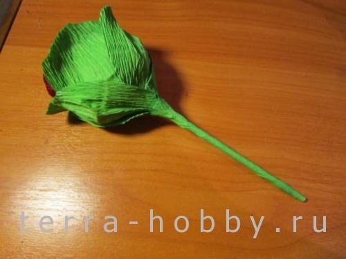 обклеиваем стебель бумажного цветка