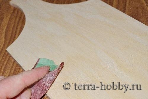 ошкурить поверхность наждачкой