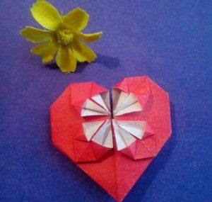 Миниатюра к статье Делаем сердце оригами из бумаги