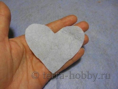 вырезать из фетра сердце
