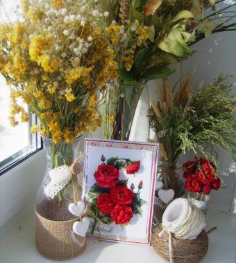 Открытка с искусственными цветами