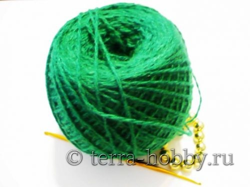 нитки и крючок для вязания