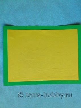 наклеить желтую бумагу на зеленый картон