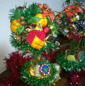Миниатюра к статье Новогодний топиарий с мандаринами: делаем своими руками