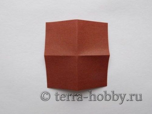 выполнить поперечные сгибы на квадрате