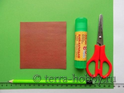 предметы для изготовления елочки из бумаги