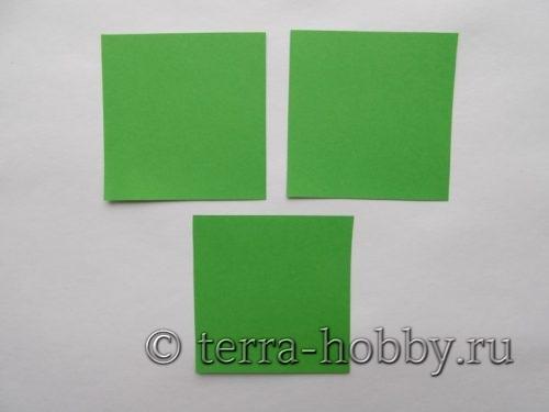 3 квадрата из цветной бумаги