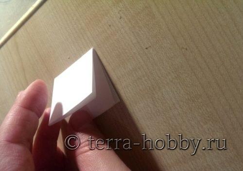 сложить еще раз бумагу в квадрат