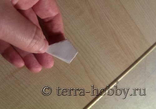 вырезанный лепесток из бумаги