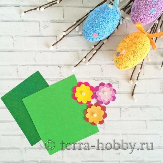 из зеленой бумаги вырезать листики