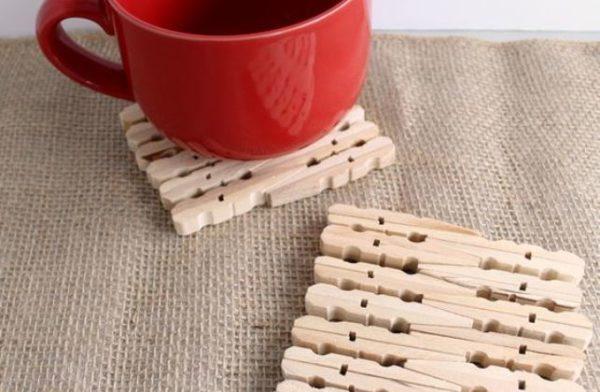 подставки из деревянных прищепок