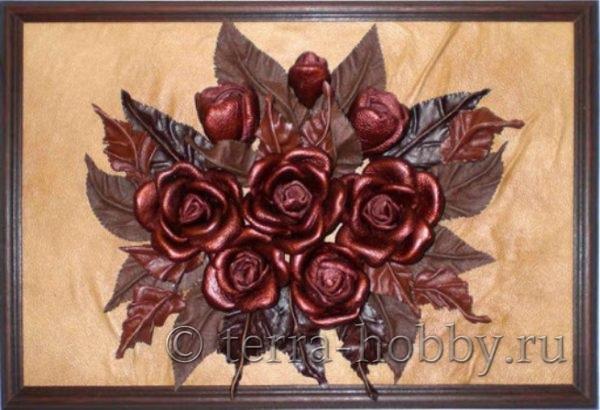 фото картины из кожаных цветов