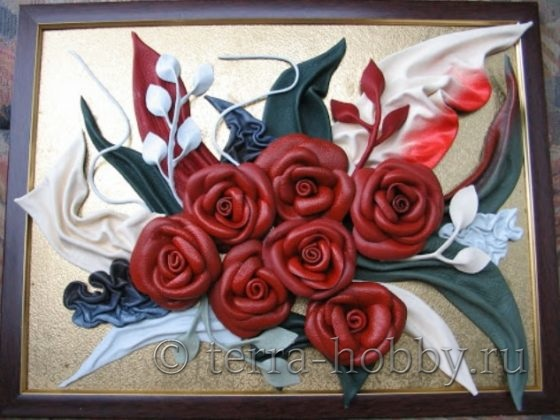 картина из кожаных цветов