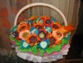 Миниатюра к статье Как сделать корзину с цветами из конфет - мастер-класс
