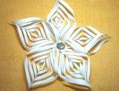 Миниатюра к статье Объёмная снежинка-цветок 3 D из бумаги своими руками
