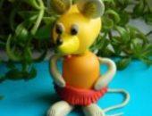 Миниатюра к статье Мышка из подручных материалов (капсула от киндер-сюрприза и пластилина)