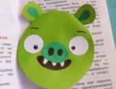 Миниатюра к статье Делаем закладку для книги: плохую свинку Энгри Бердс из бумаги