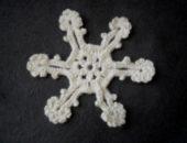 Миниатюра к статье Мастер-класс: как связать простую снежинку крючком